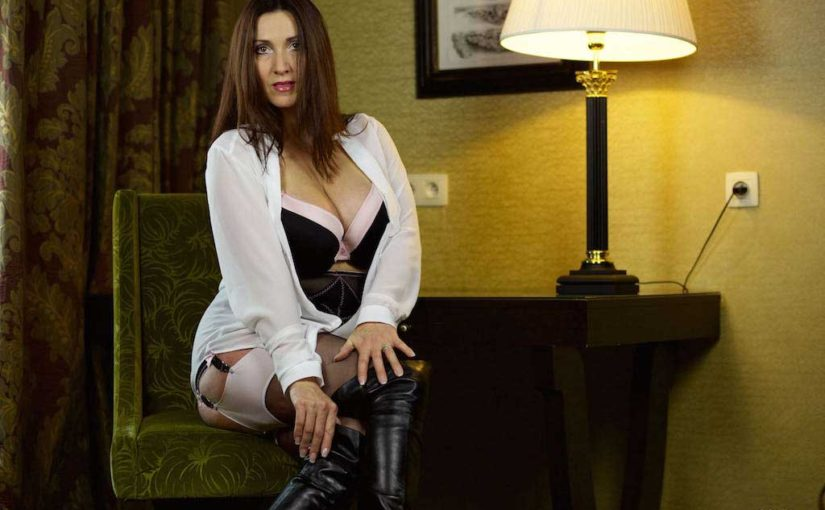 Miss Hybrid Sexy Stockings Suspenders And Thigh Boots